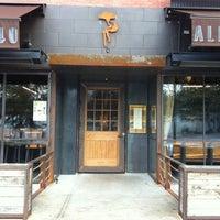 Photo prise au Barcelona Wine Bar Inman Park par Edgar C. le3/11/2012