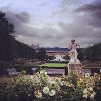 7/5/2012にmelissa w.がJardin du Palais Royalで撮った写真
