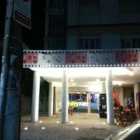 Foto tirada no(a) Cine Roxy por André A. em 5/26/2012