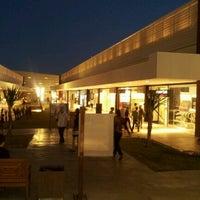 Das Foto wurde bei Outlet Premium Brasília von Carlos Eduardo N. am 8/2/2012 aufgenommen