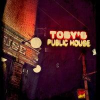 Photo prise au Toby's Public House II par Kristina H. le3/9/2012