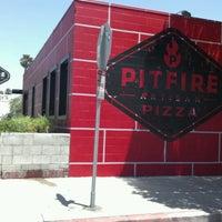 Снимок сделан в Pitfire Pizza пользователем Edi G. 7/27/2012