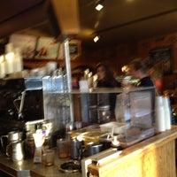 Снимок сделан в The Coffee Bean & Tea Leaf пользователем K B. 3/25/2012