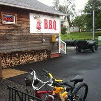 Photo prise au Carolina Brothers Pit Barbeque par Bike to t. le7/21/2012