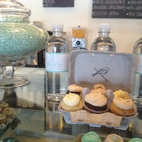 Photo prise au Bird Bakery par Larissa le7/13/2012