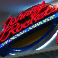 Foto tomada en Johnny Rockets por Jose P. el 2/12/2012
