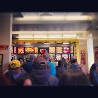4/1/2012 tarihinde @JuliusOCloset o.ziyaretçi tarafından Jollibee'de çekilen fotoğraf