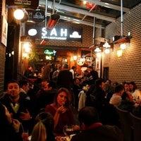 Foto diambil di Şah Cafe & Bar oleh Kayhan P. pada 2/2/2012
