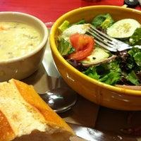 Foto tomada en Panera Bread por Nataly E. el 8/16/2012