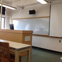 รูปภาพถ่ายที่ Patterson Hall โดย Miranda V. เมื่อ 3/27/2012