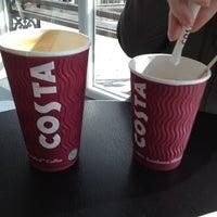 Foto tomada en Costa Coffee por Jo C. el 3/5/2012