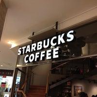 Foto tomada en Starbucks por Bamby L. el 4/15/2012
