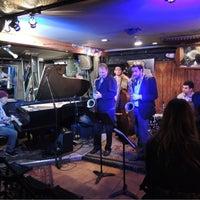 Das Foto wurde bei Smalls Jazz Club von akiyuki am 5/7/2012 aufgenommen