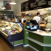 Foto tirada no(a) Durso Cafe & Juice Bar por Kenneth K. em 7/19/2012