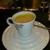 Снимок сделан в Nespresso Boutique пользователем Mike G. 6/22/2012