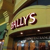 รูปภาพถ่ายที่ Bally's Casino & Hotel โดย Samson D. เมื่อ 8/4/2012