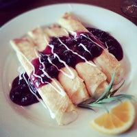 รูปภาพถ่ายที่ Eastside Cafe โดย Melody F. เมื่อ 8/4/2012