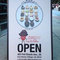 Das Foto wurde bei OMG!!! Cup & Cakes von Brandi B. am 7/15/2012 aufgenommen