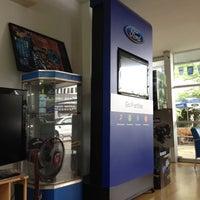 รูปภาพถ่ายที่ Ford Huahin โดย Anny A. เมื่อ 7/18/2012