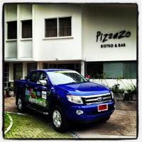 6/22/2012 tarihinde Kittisak D.ziyaretçi tarafından PizzaZo Bistro'de çekilen fotoğraf