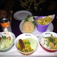 Снимок сделан в Meza Bar пользователем Helio S. 7/12/2012