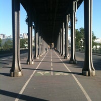 Das Foto wurde bei Pont de Bir-Hakeim von Ulysse B. am 5/13/2012 aufgenommen