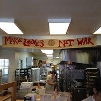 4/8/2012 tarihinde Dylan C.ziyaretçi tarafından Arizmendi Bakery'de çekilen fotoğraf