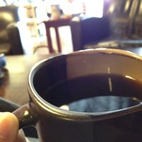 Foto tirada no(a) Roots Coffeehouse por David C. em 2/19/2012
