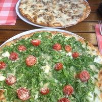 Foto tomada en Miss Pizza por Sezgi el 8/31/2012