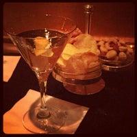 Das Foto wurde bei Bemelmans Bar von J. Matthew C. am 5/11/2012 aufgenommen