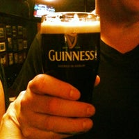 Das Foto wurde bei Casey's Irish Pub von Hattie D. am 2/3/2012 aufgenommen