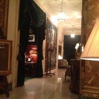 Foto diambil di Hôtel Westminster oleh Franklin F. pada 5/21/2012