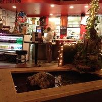 Снимок сделан в Lulu's Thai Noodle Shop пользователем Simon K. 2/23/2012