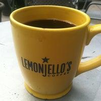 6/30/2012 tarihinde Tom F.ziyaretçi tarafından Lemonjello's Coffee'de çekilen fotoğraf