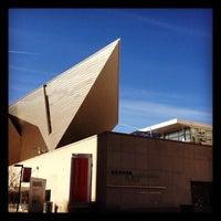 Foto tirada no(a) Denver Art Museum por nikhil t. em 3/23/2012