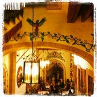 Foto diambil di Café de Tacuba oleh Juanjo D. pada 7/14/2012