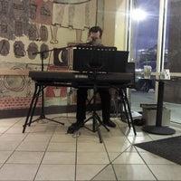 รูปภาพถ่ายที่ Starbucks โดย Amanda A. เมื่อ 3/11/2012