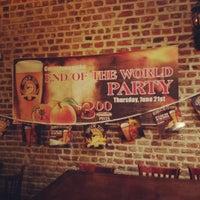 Foto tirada no(a) The Brick: Charleston's Favorite Tavern por Allie F. em 6/22/2012