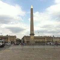 Das Foto wurde bei Place de la Concorde von Mario L. am 7/29/2012 aufgenommen