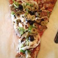 Foto tomada en Two Fisted Mario's Pizza por Jason A. el 7/18/2012
