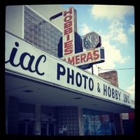 รูปภาพถ่ายที่ Colonial Photo & Hobby โดย VISIT FLORIDA Outdoors & Nature Insider เมื่อ 5/18/2012