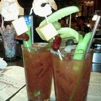 Foto scattata a Ike's Food & Cocktails da Carrie F. il 8/12/2012
