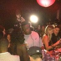 Foto tirada no(a) Bobby's Nightclub por Joe R. em 6/26/2012