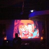 8/26/2012 tarihinde Kristen L.ziyaretçi tarafından District Restaurant & Lounge'de çekilen fotoğraf