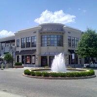 Photo prise au North Hills Shopping Center par Christian A. le7/27/2012
