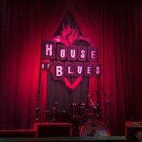 Foto tirada no(a) House of Blues por Shari R. em 4/18/2012