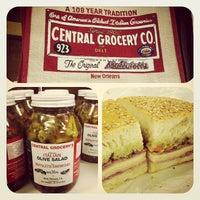Foto tomada en Central Grocery Co. por Jimmy T. el 3/29/2012