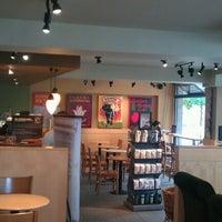 Foto tomada en Starbucks por Wahyu Eko A. el 6/24/2012