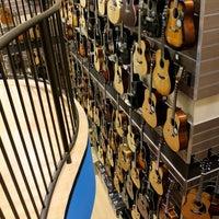 Foto scattata a Cosmo Music - The Musical Instrument Superstore! da Christopher B. il 2/13/2012