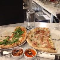 Foto tomada en Pizzeria Locale por Megan B. el 4/4/2012